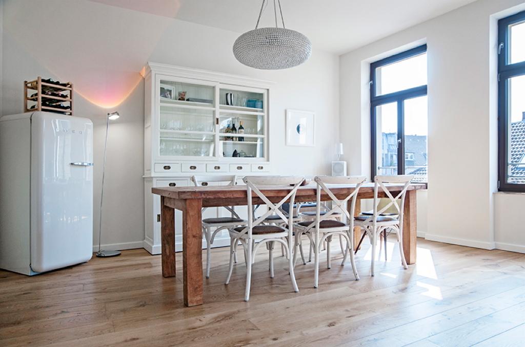 einrichtungsstil von shari und andre dietz mit design klassikern. Black Bedroom Furniture Sets. Home Design Ideas