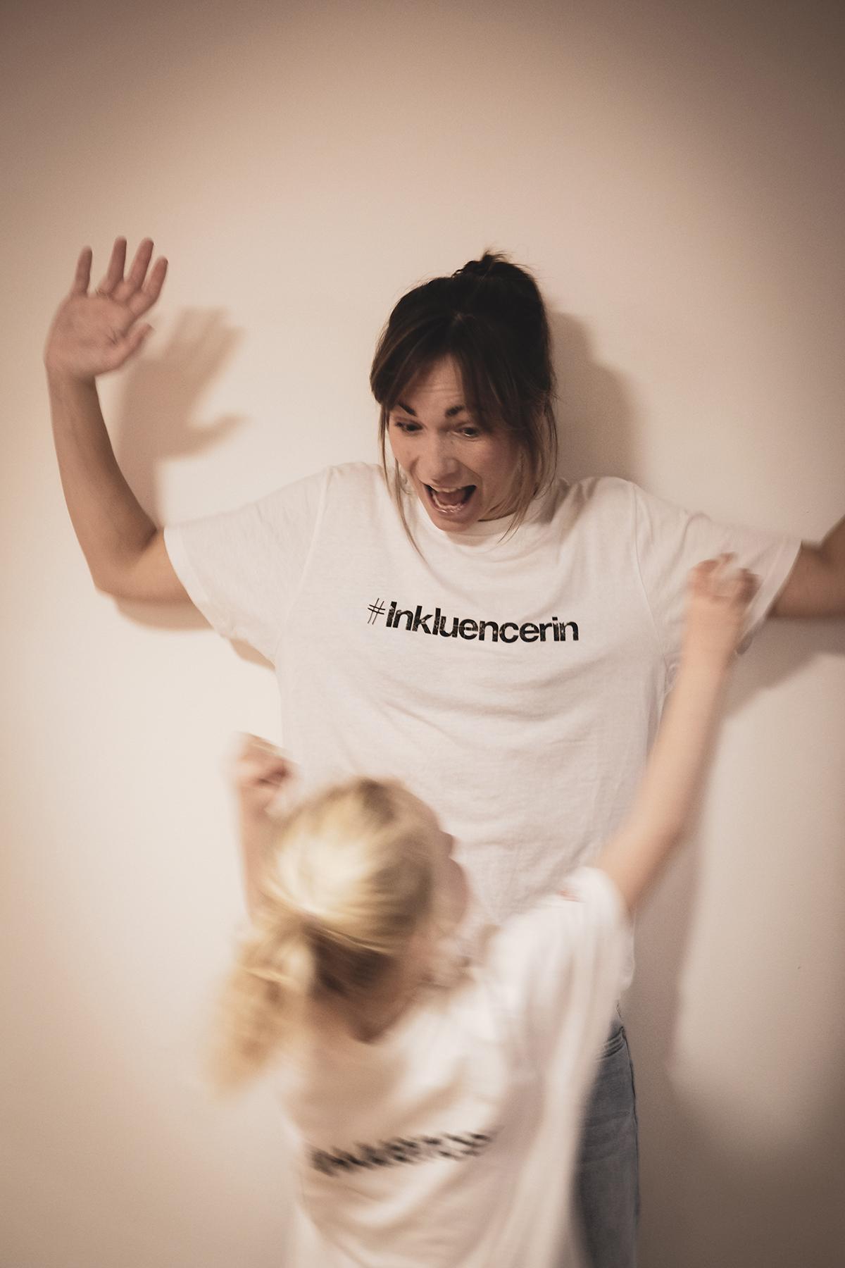 Shari Dietz mit Tochter Mari Dietz und T-Shirt Inkluencer