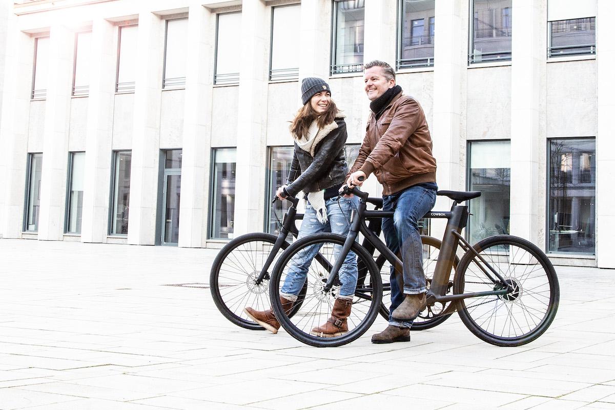 Shari und André Dietz auf ihren Cowboy Bikes in Köln.